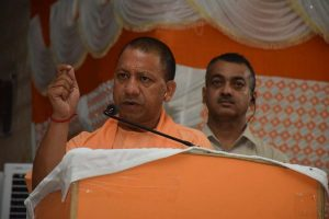 Uttar Pradesh: Yogi enrolls 5 e-rickshaw pullers as BJP members