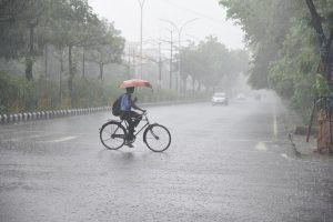 Heavy rains lash Delhi-NCR causing traffic snarls at many places