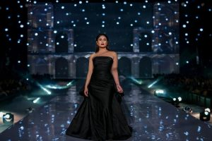 Kareena Kapoor Khan is beauty in black at LWF Finale