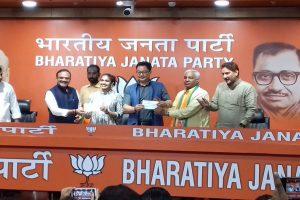 Babita Phogat and father Mahavir Phogat join BJP ahead of Haryana assembly elections