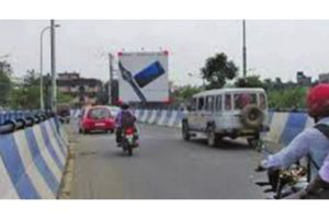 Heavy vehicles barred from Chingrighata flyover, Kalighat bridge