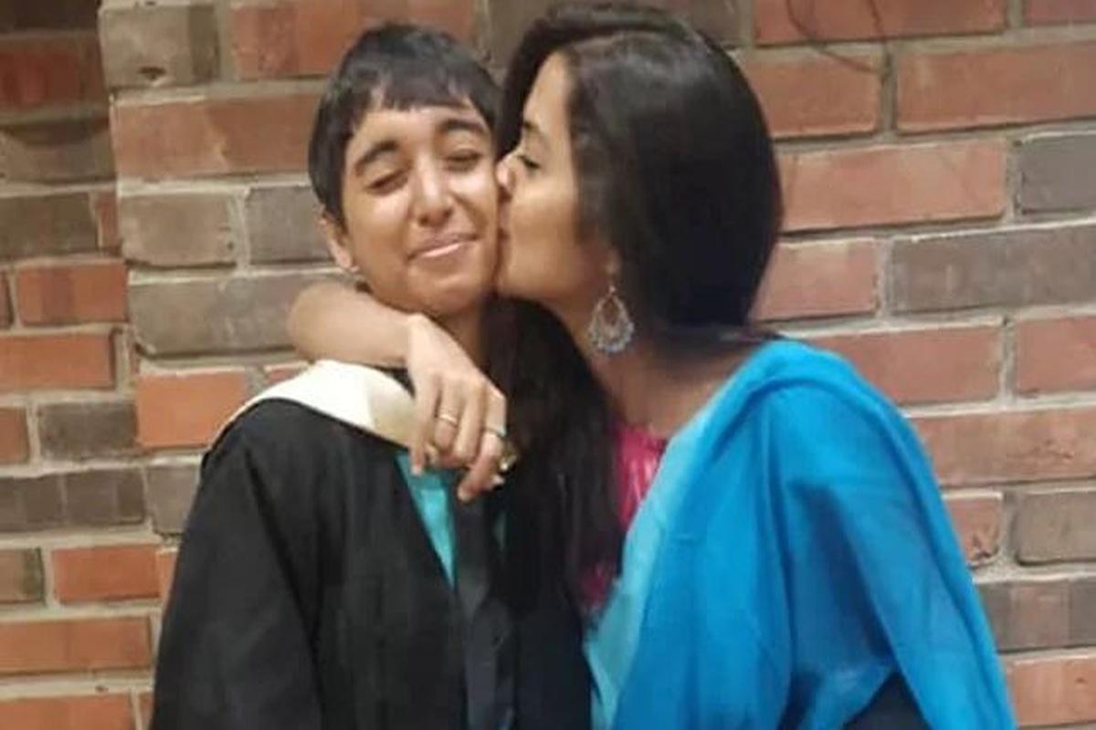 same sex couple, Chennai hotel