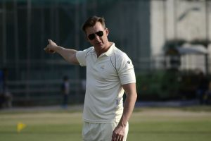Brett Lee unhappy with names, numbers on jerseys in Tests
