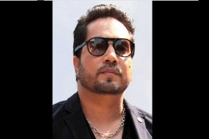Mika Singh banned from Indian film industry for performing at Musharraf cousin's wedding in Pak