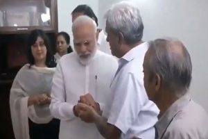 Emotional moments as Advani, Modi meet family members of Sushma Swaraj, offer tributes