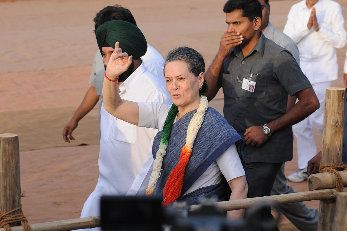 Sonia meets Lovely, Walia to discuss new Delhi Cong chief