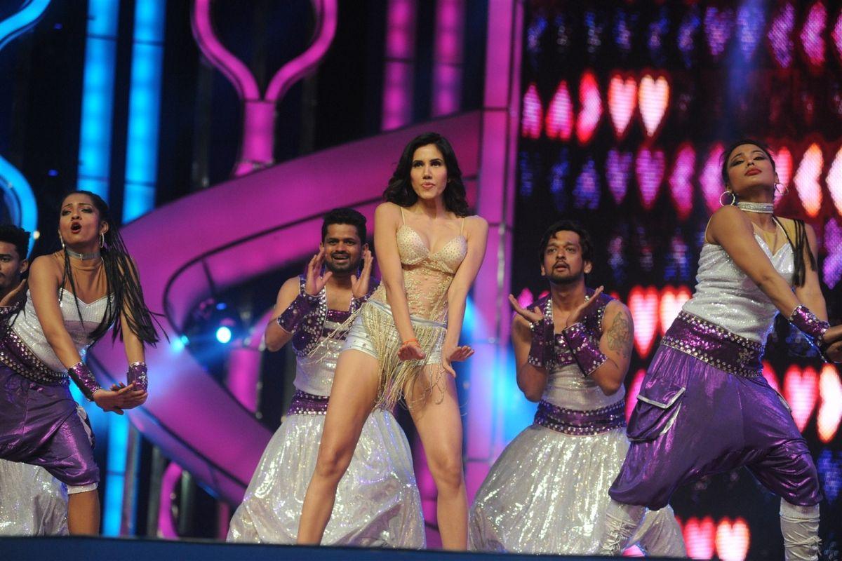 Jai Mummy Di, Sonnalli Seygall, Sunny Singh, Pyaar Ka Punchnama 2, Krishan Kumar, Poonam Dhillon, Supriya Pathak
