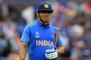 MS Dhoni should retire without being pushed out: Sunil Gavaskar