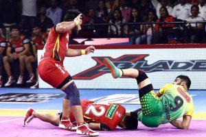 PKL 7: Bengaluru Bulls inch Patna Pirates 40-39; Dabang Delhi pip Jaipur Pink Panthers 46-44