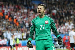 West Ham goalie Lukasz Fabianski ruled out for two months