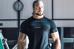 Jo Lindner, with a fine muscular body, is on his way to Bollywood