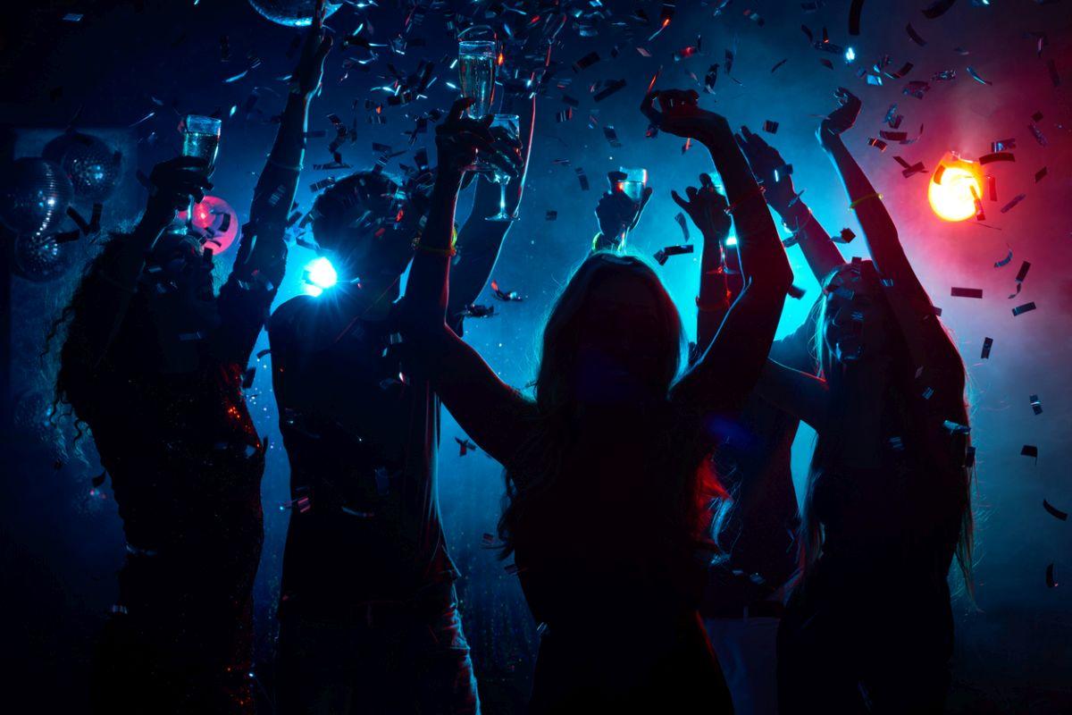 Night clubs, Kolkata, Park Street, Shakespeare Sarani, Sadananda Road, Kalighat, Ballygunge area