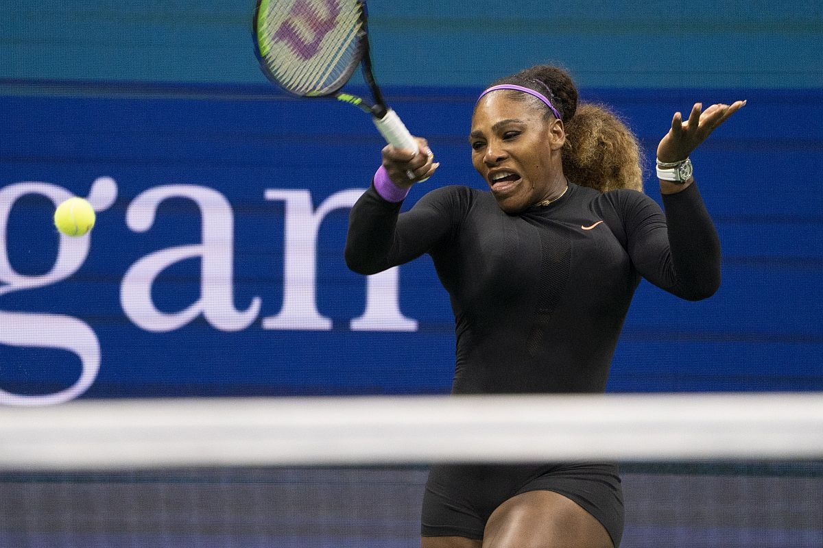 Serena flies into semi-final, claims 100th U.S. Open win