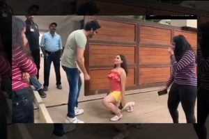 Kartik Aaryan's die-hard fan proposes to him on one knee