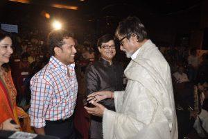 Sachin Tendulkar congratulates Amitabh Bachchan on winning Dadasaheb Phalke award