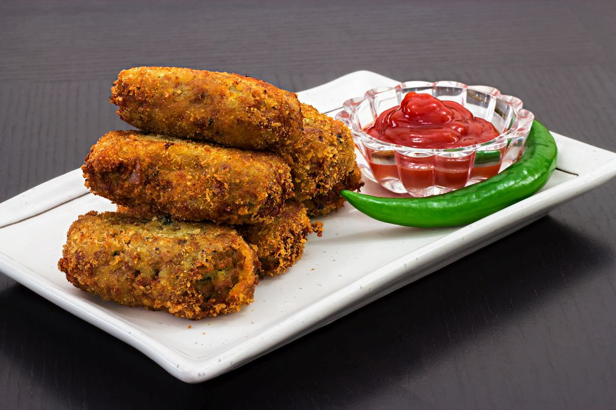 cutlets, cheesy cutlet, festivals, potatoes, India, snacks, DIY, easy to make, garlic, mayonnaise, tomato ketchup