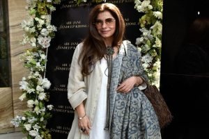 Dimple Kapadia redefines aging in new pic