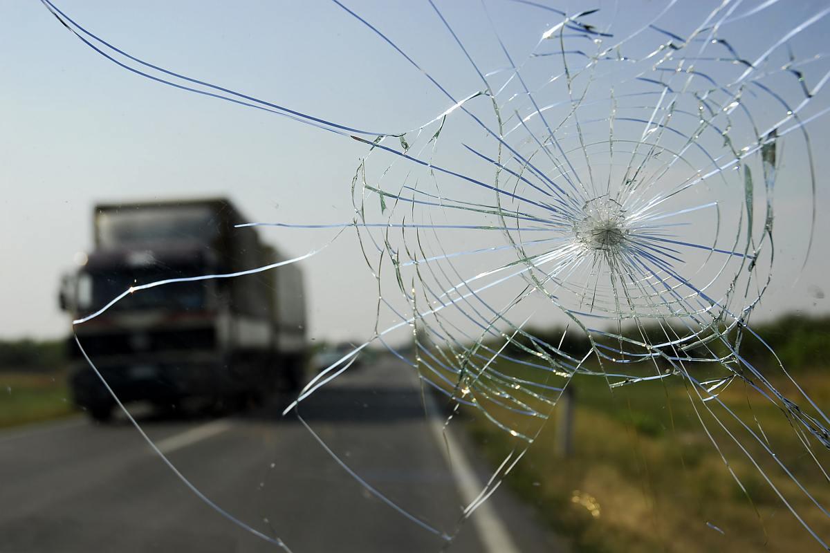 Speeding truck kills man, 8-year-old daughter near India Gate
