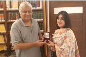 Sushma Swaraj's daughter Bansuri, presents Re 1 coin to lawyer Harish Salve, fulfils her last promise