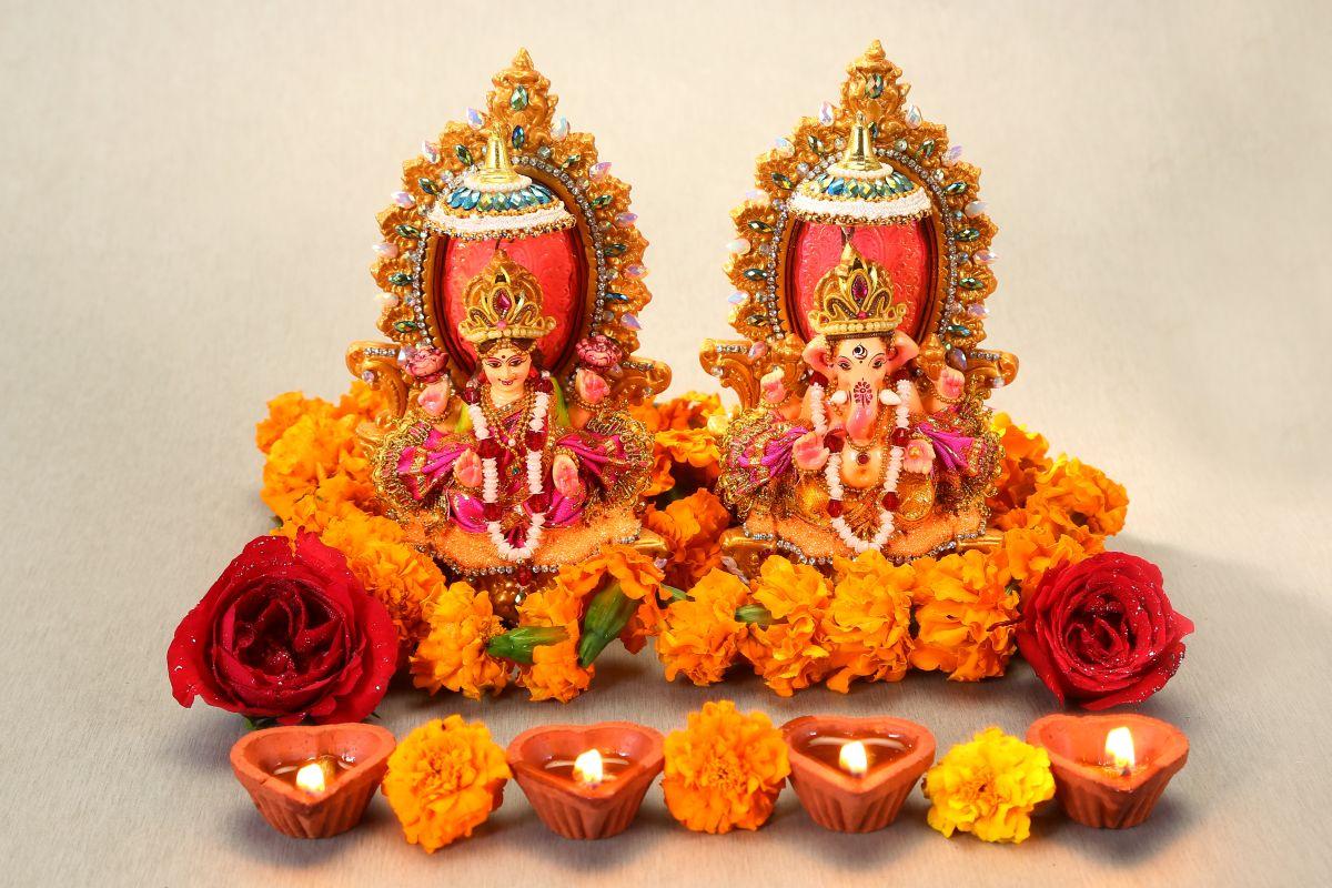 Diwali, Amavasya, Ashwin, Goddess Lakshmi, Lord Ganesha, Gajanan, Parvati, Kartikeya, Ganesha, Deepawali, kuber, Deepawali