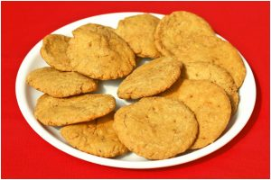 How to make crispy and crunchy, flavoured matthi at home?