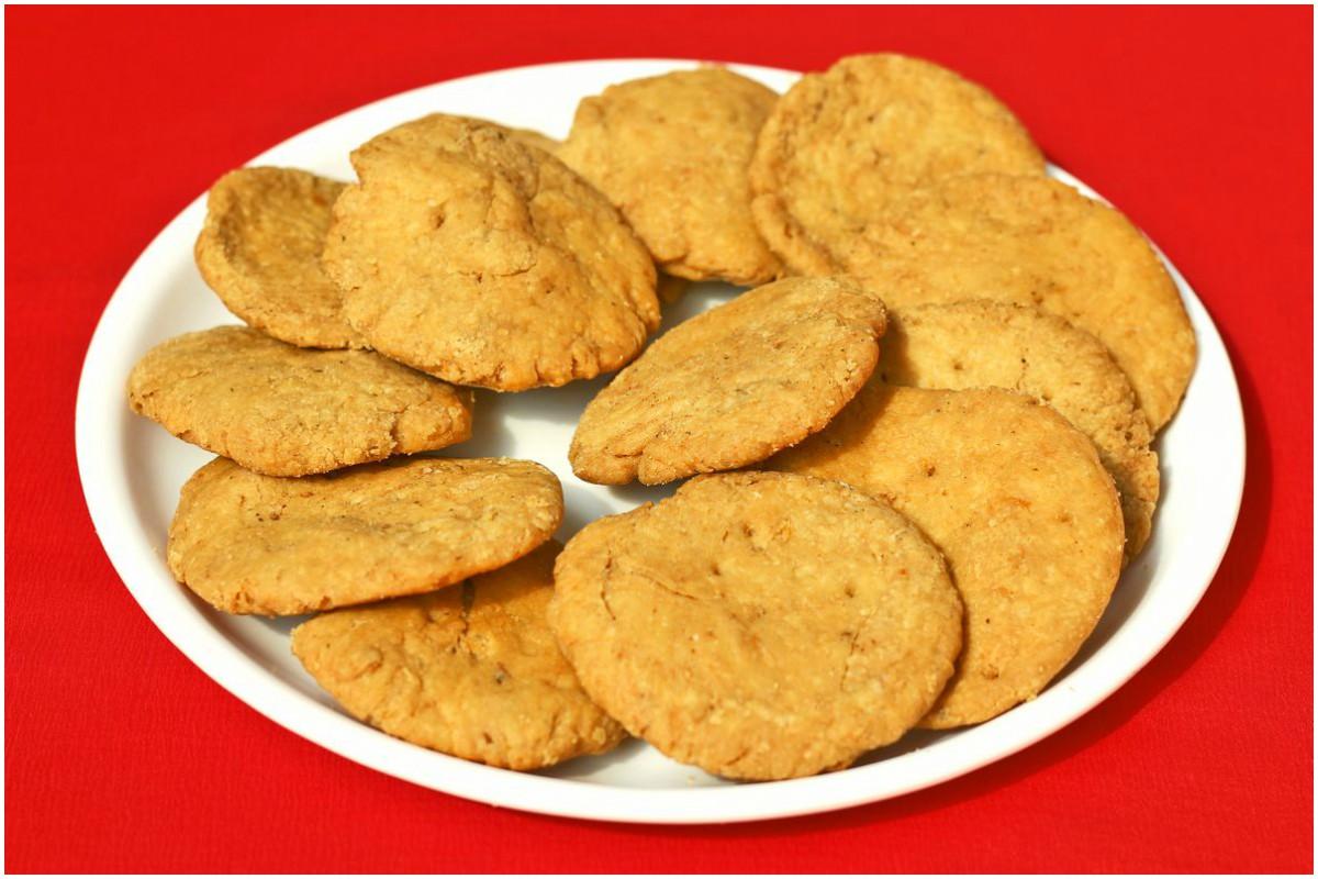 mathi recipe, Karwachauth, Diwali, Holi, mathi, homemade mathi, tips, ingredients, method, preparation,