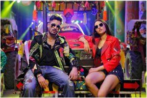Bhangra Paa Le's title track a recreation of SRK, Salman Khan starrer Karan Arjun's iconic song of same name