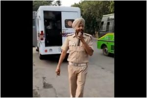 Chandigarh cop singing Daler Mehndi song 'Bolo Ta Ra Ra' goes viral; singer thanks police