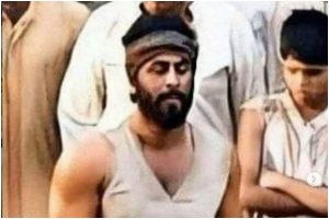 Pictures from Ranbir Kapoor starrer 'Shamshera' appear online