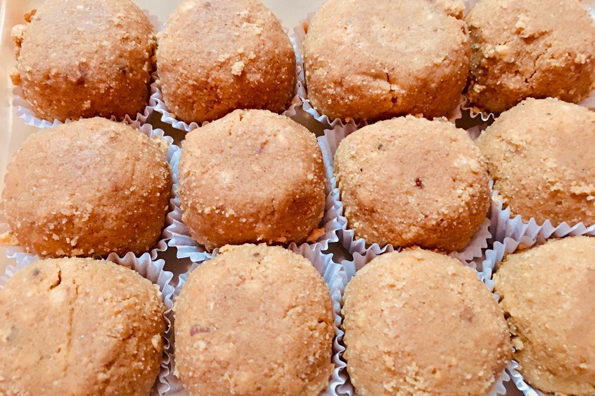 How to make atte ke laddoo for Diwali celebration?