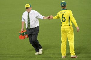 Australian PM Scott Morrison carries drinks in warm-up match, wins over Internet