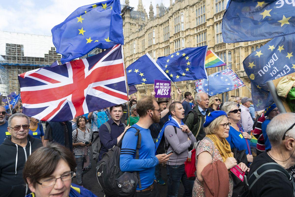 EU and UK intensify Brexit talks ahead of key summit