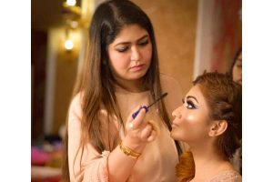With her magical skills, makeup artist Fatima Khan is a motivator for many young talents