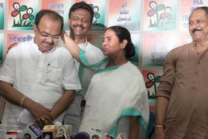 Sovan Chatterjee visits Mamata Banerjee to take phota