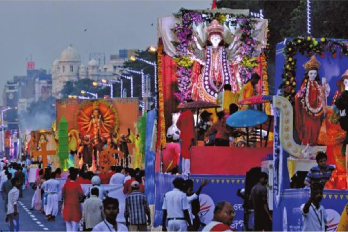 Durga Puja Carnival, Kolkata, Bengal, Durga Puja, Mamata Banerjee, Maa Durga, Nusrat Jahan, Chandrayaan- II, Durga, Shreya Ghosal, Sindoor Khela, West Bengal