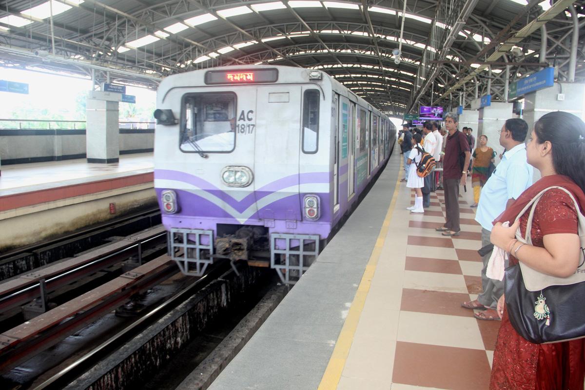 Kolkata Metro, Kolkata, Indian Railways, IRCTC, Durga Puja, quick response, QR
