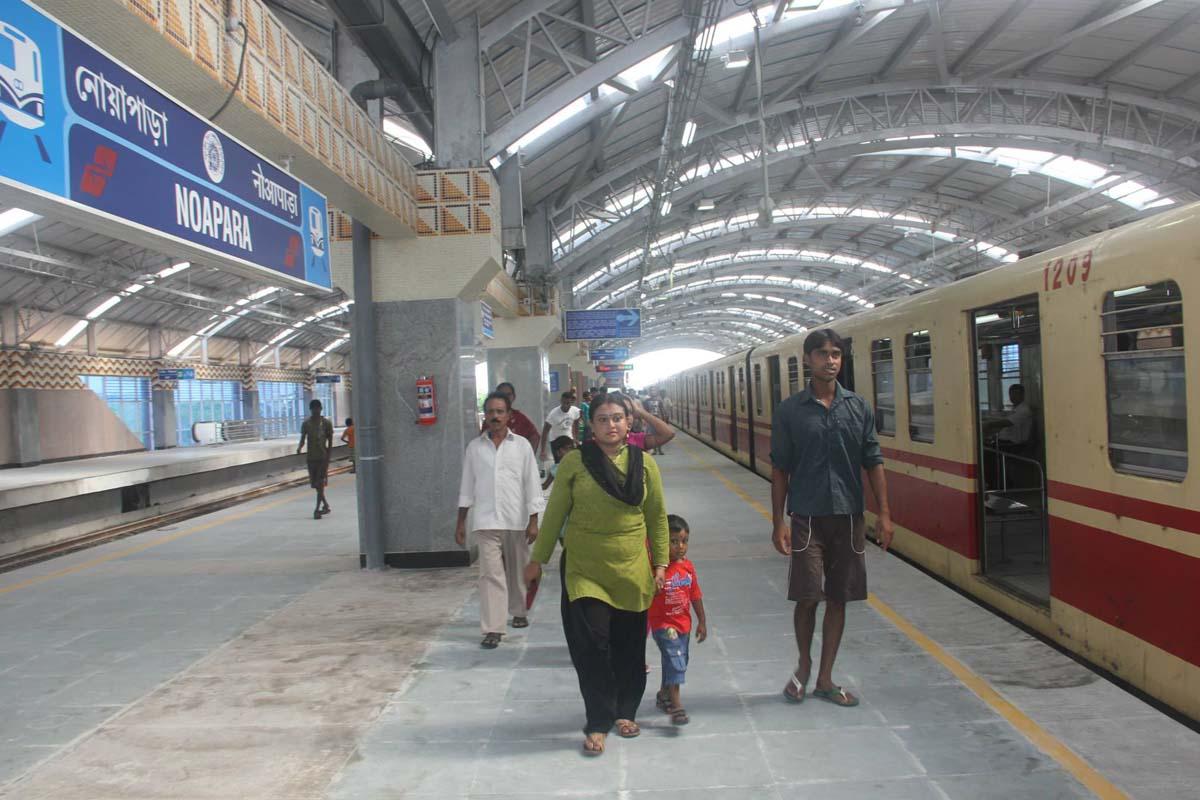 Noapara Metro station, Kolkata, Tallah Bridge, Durga Puja, West Bengal, Bengal