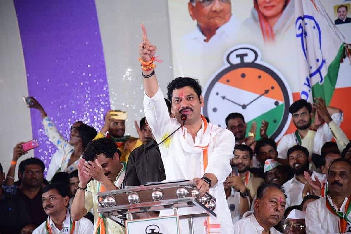 Maharashtra polls 2019: FIR against Dhananjay Munde for obscene comments on cousin Pankaja