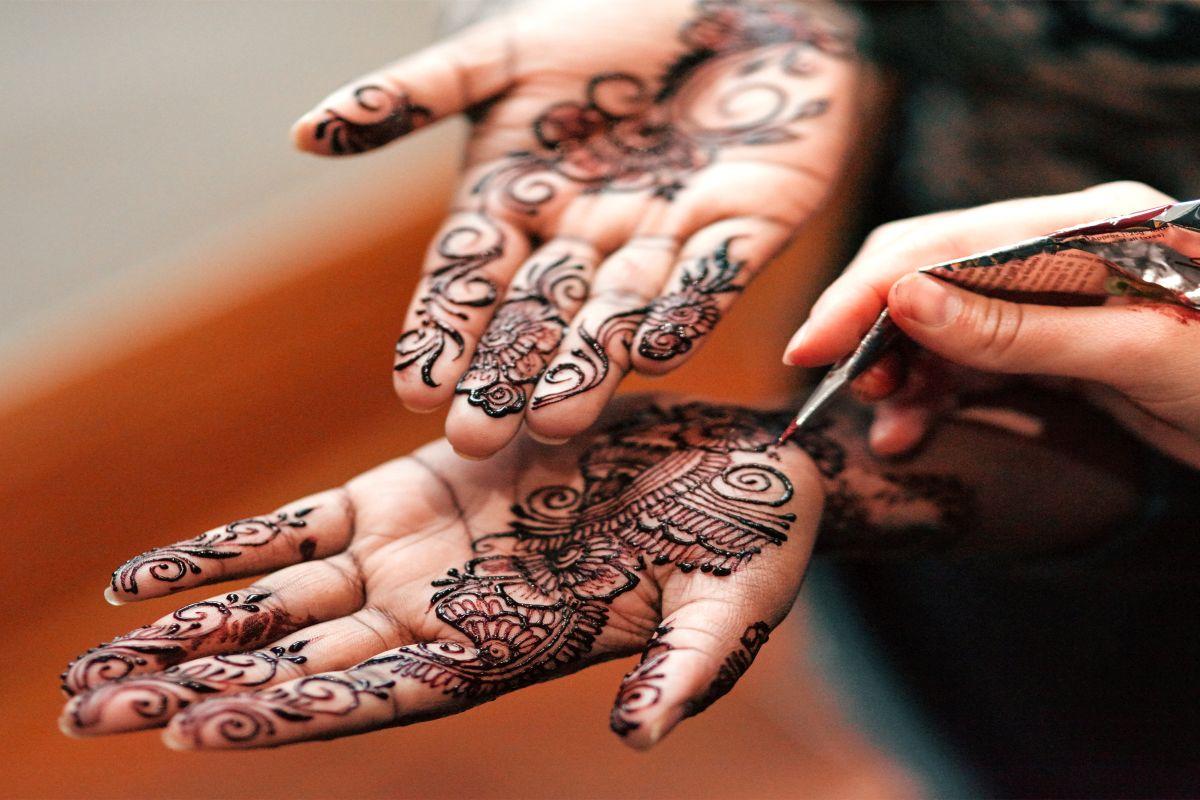 Karwa Chauth, Karwa Chauth 2019, Heena designs, Bangle/Bracelet henna design, Indo-Arabic henna design, Floral henna design, Arabic henna design, Hakuna Matata, Indian henna design, Arabic, Indo-Arabic, Moroccan