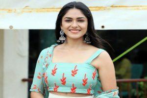 'Super 30' actress Mrunal Thakur joins Shahid Kapoor in 'Jersey'