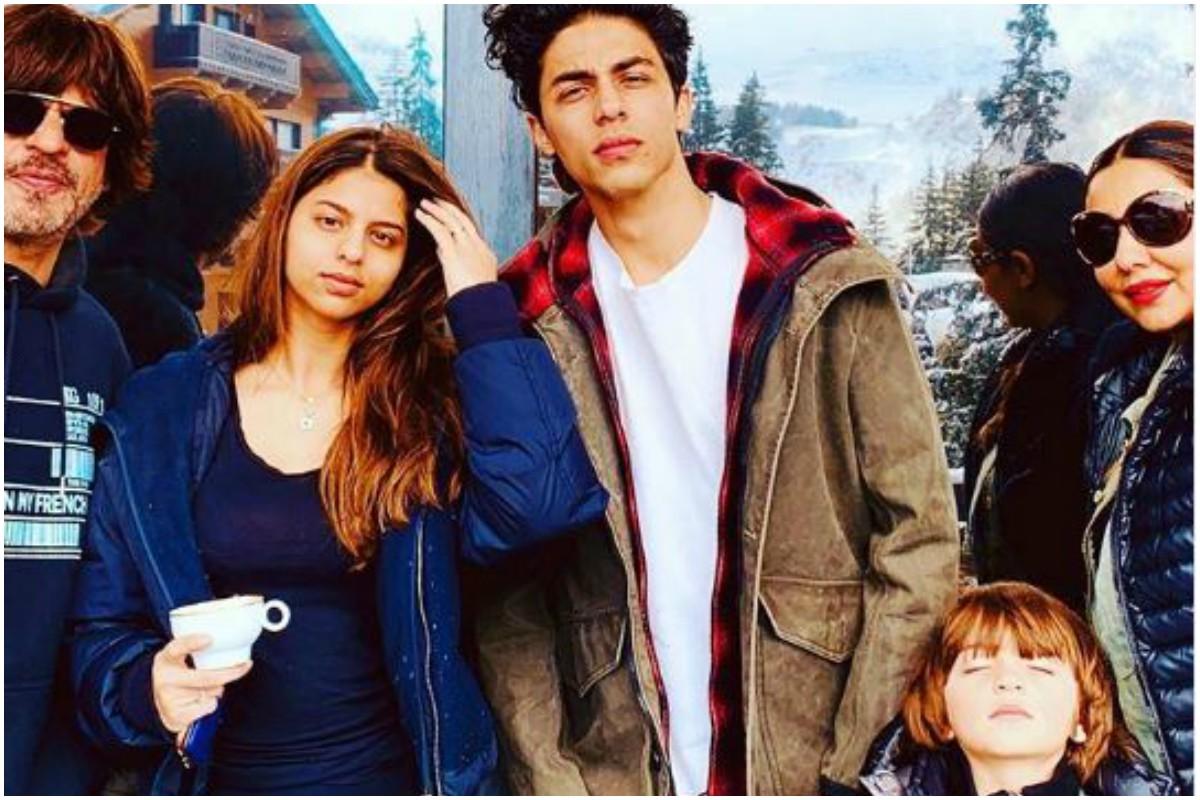 Gauri Khan, Shah Rukh Khan, Aryan, Suhana, AbRam, Farah Khan, family picture