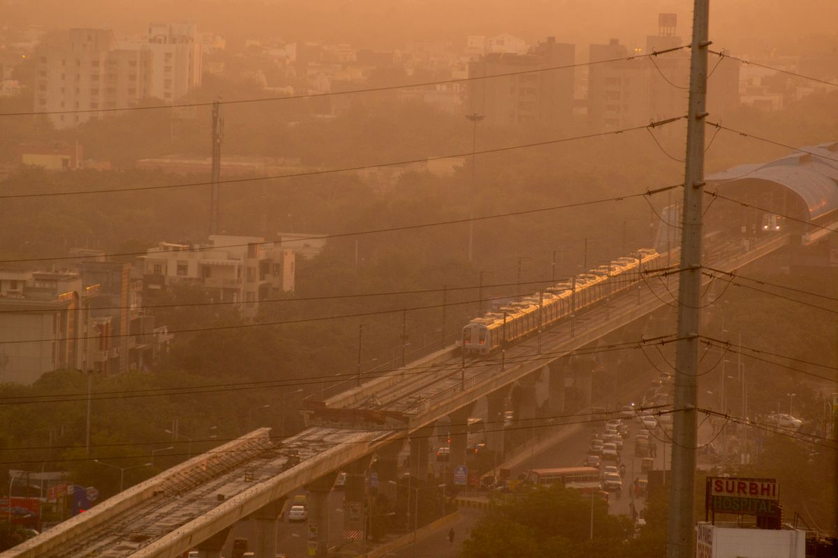 Few foods that can help you fight air pollution