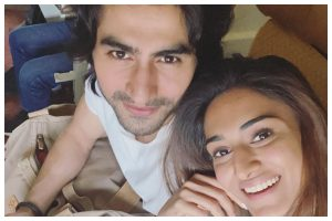 Watch| Erica Fernandes and Harshad Chopda looks super excited as they leave for London