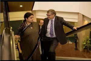 When famous college dropouts Smriti Irani and Bill Gates meet