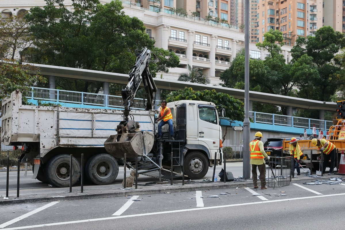 Hong Kong protests: Tolo highway reopens, residents remove barricades