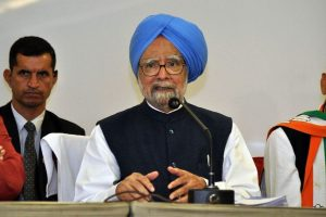 Downfall in GDP worrisome, hope govt wakes up: Manmohan Singh