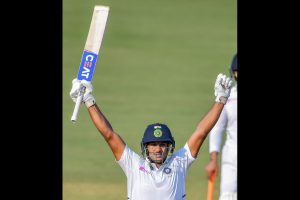 India vs Bangladesh, 1st Test: Skipper Virat Kohli pushes Mayank Agarwal on to score double ton