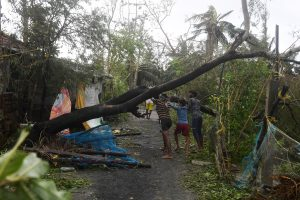 Cyclone Bulbul lashes Bengal, claims first casualty in Kolkata