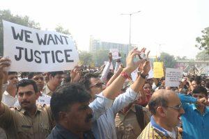 Delhi Police personnel end stir after assurance; unprecedented development deals huge embarrassment to Centre
