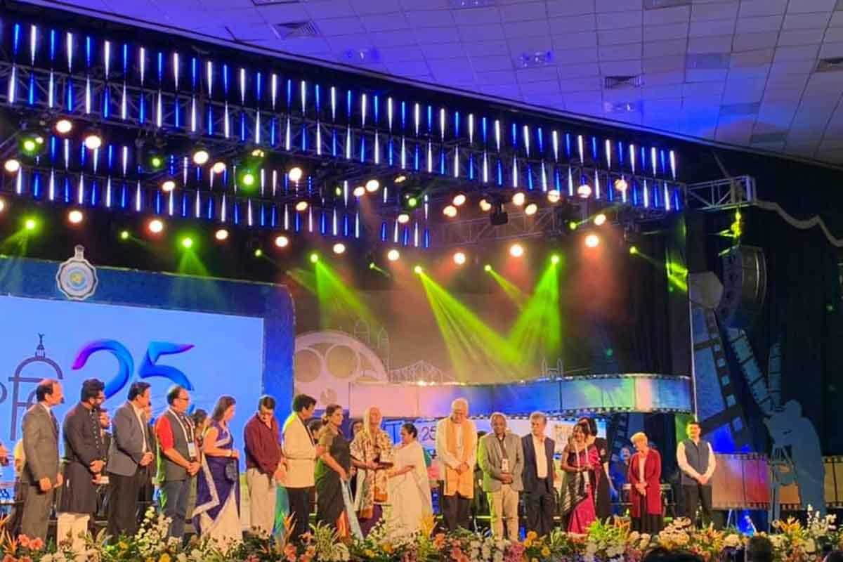 Shabana Azmi, Kolkata, Mamata Banerjee, Kolkata International Film Festival, Nazrul Mancha, Amitabh Bachchan, KIFF